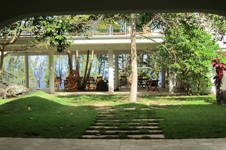 hawaii island retreat courtyard 2