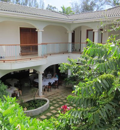 hawaii island retreat courtyard